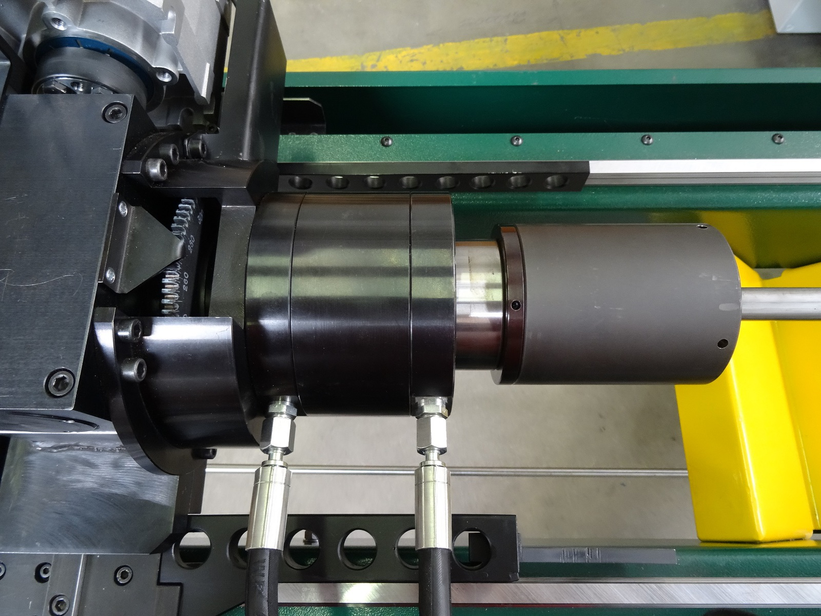 Hydraulic tube clamping