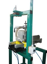 device for grinding welds on saw bands